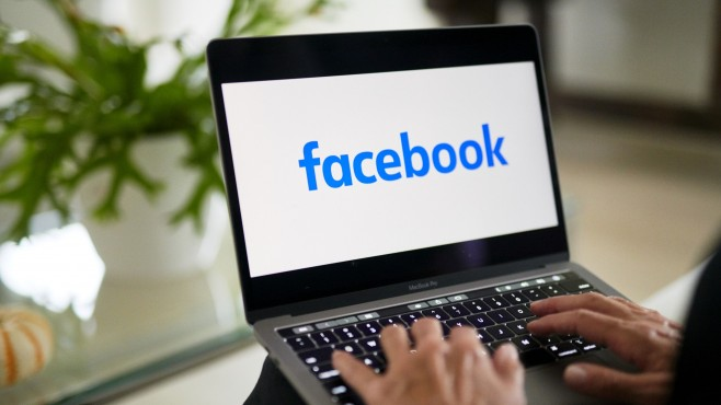 Могат ли Facebook и Google да помогнат на медиите, след като им нанесоха толкова щети?