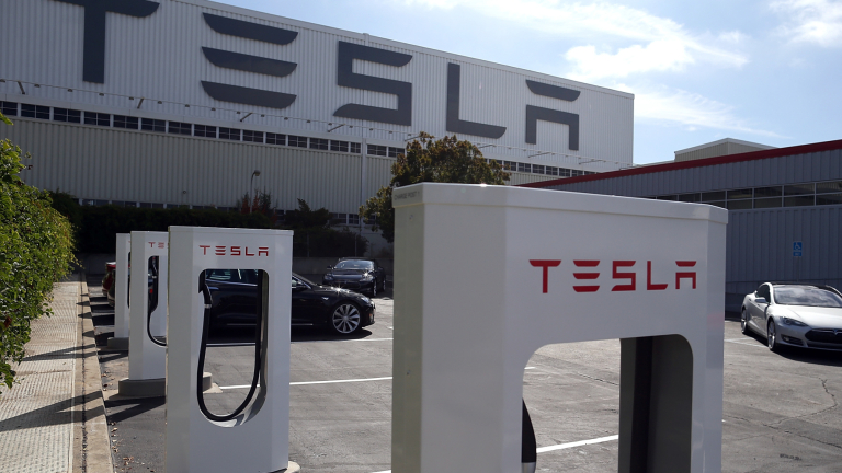 Tesla изгражда първите си зарядни станции в София