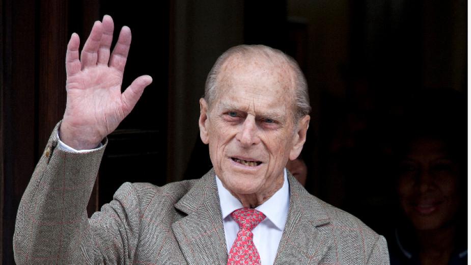 Принц Филип е приет в болница