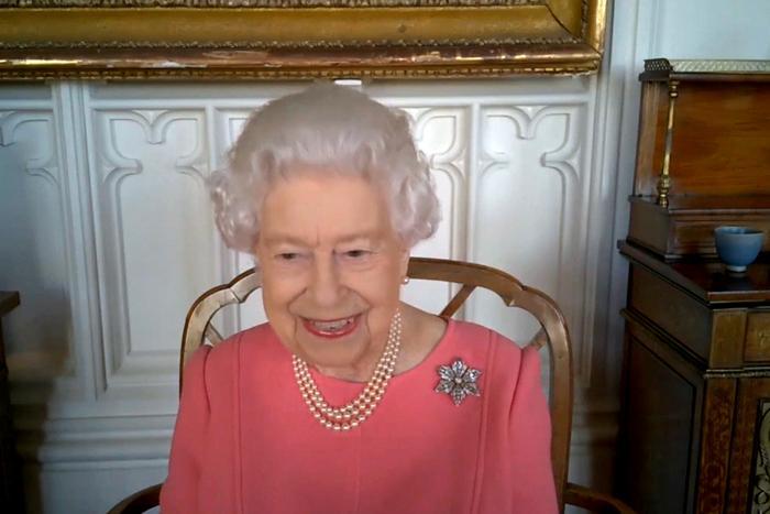 Елизабет II: Ваксинирайте се, помислете за другите